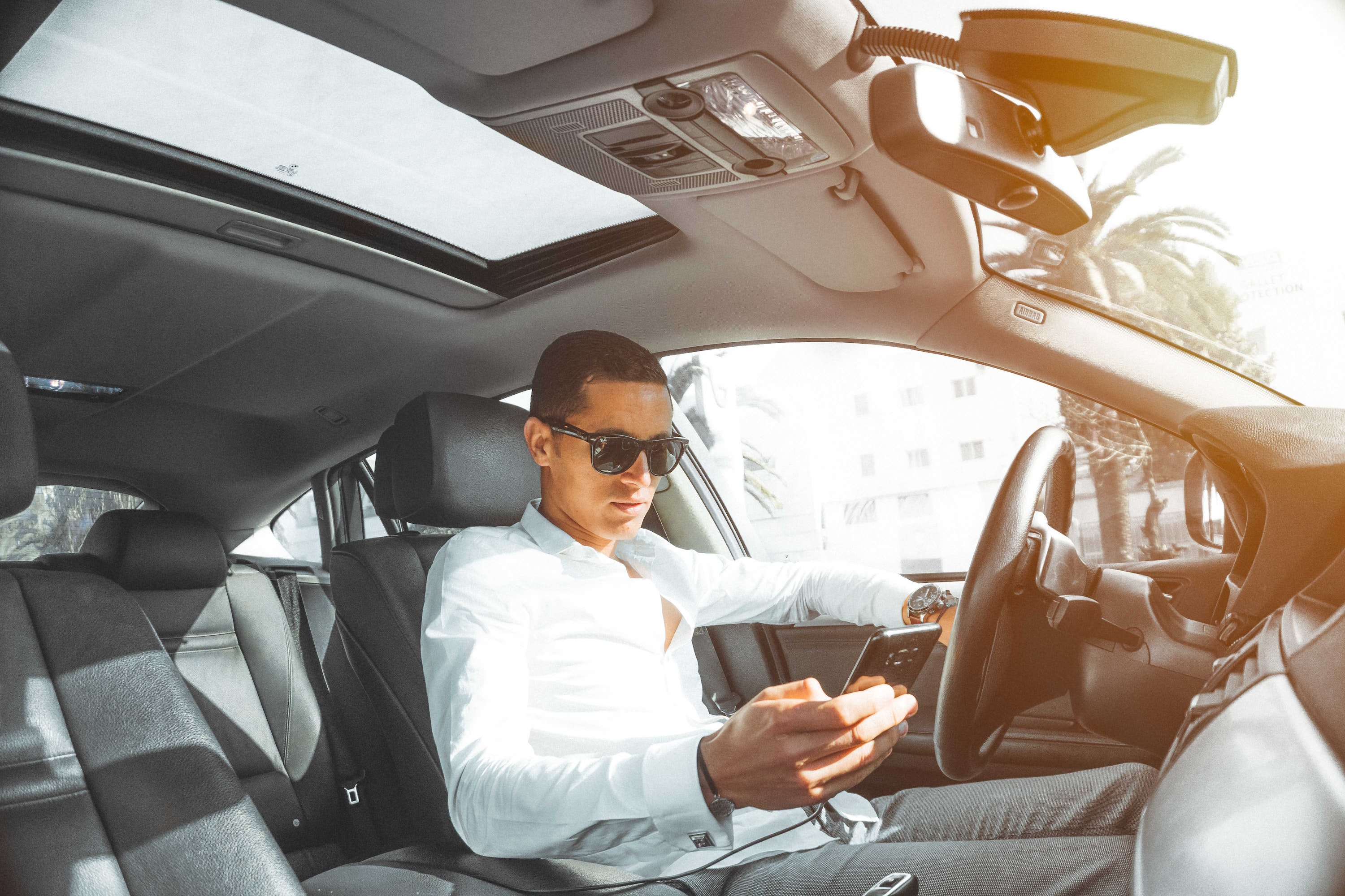 Top 10 Ways to Avoid Driver Distractions